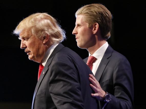 Donald Trump und Sohn Eric bei einem gemeinsamen Wahlkampfauftritt im Dezember 2015