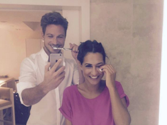 Das erste gemeinsame Selfie: Sebastian Pannek und Clea-Lacy gemeinsam im Badezimmer