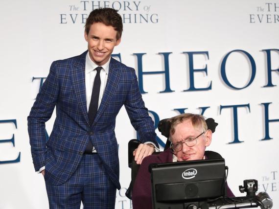 Eddie Redmayne und Stephen Hawking bei der Premiere des Biopics