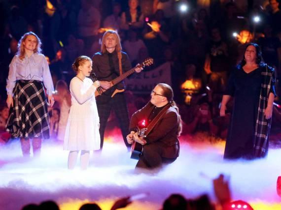 Angelo Kellys Tochter Emma sang bei