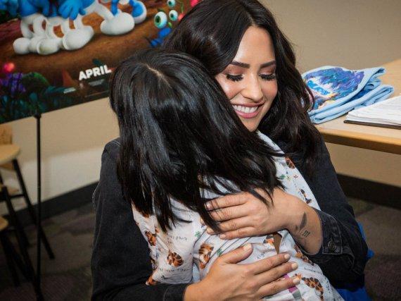 Demi Lovatos Besuch wird diese kleine Patientin wohl nie vergessen