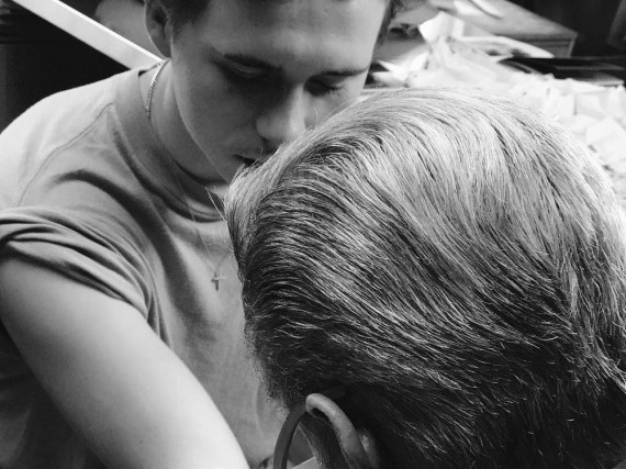 Brooklyn Beckham erhält sein erstes Tattoo