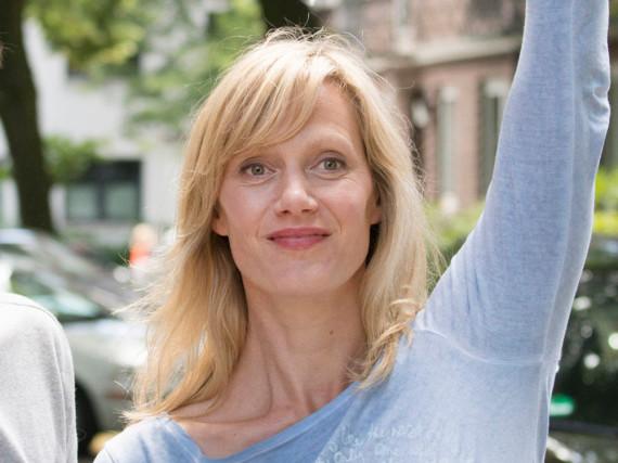 Anna Schudt als Frau Busche in
