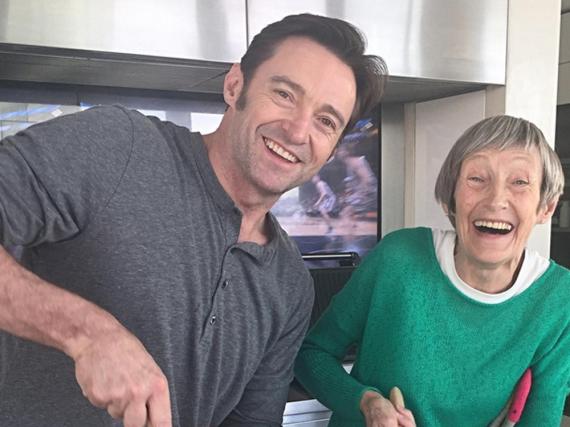 Hugh Jackman genießt auch mit 48 noch das Kochen mit Mutti
