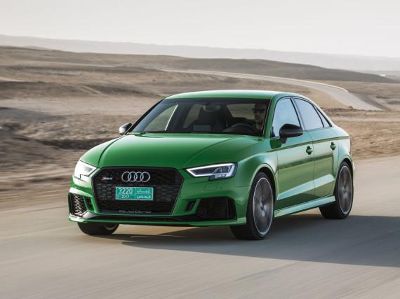 Giftgrünes Kraftpaket in der Wüste: Der neue Audi RS3