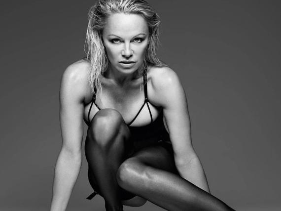 Mit 49 Jahren ist Pamela Anderson immer noch top in Form