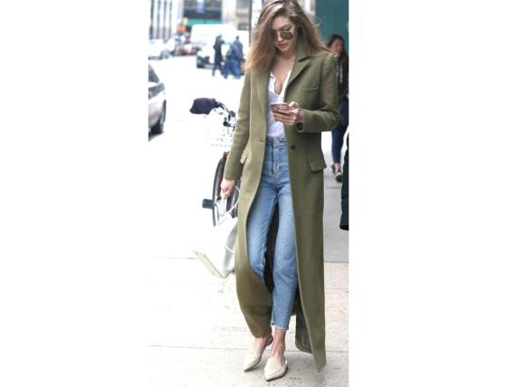 Auch an Gigi Hadids Füßen finden sich Backless Slipper