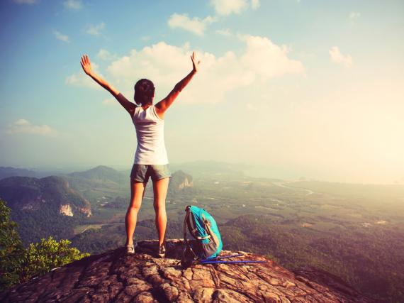 Hinaus in die Welt! Der erste Urlaub ohne Eltern: Diese Möglichkeiten gibt es