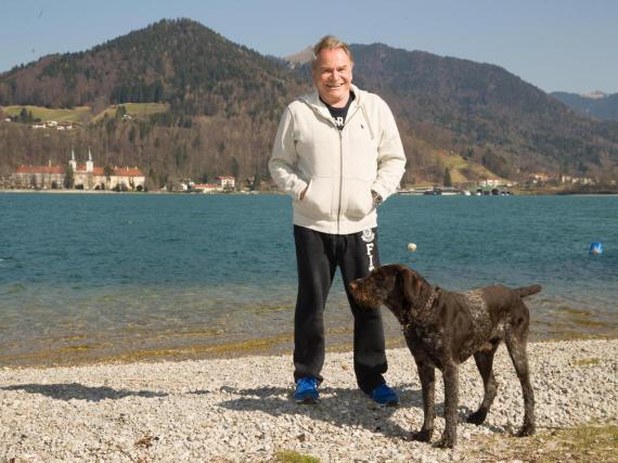 Schauspieler Fritz Wepper und sein Hund Aron