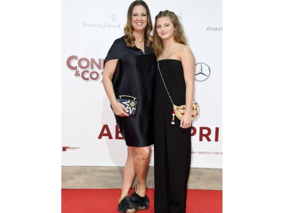 Dana und Emma Schweiger Seite an Seite auf dem roten Teppich bei der Premiere von