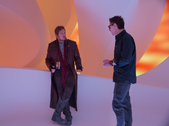 Chris Pratt (l.) mit Regisseur James Gunn bei den Dreharbeiten zu