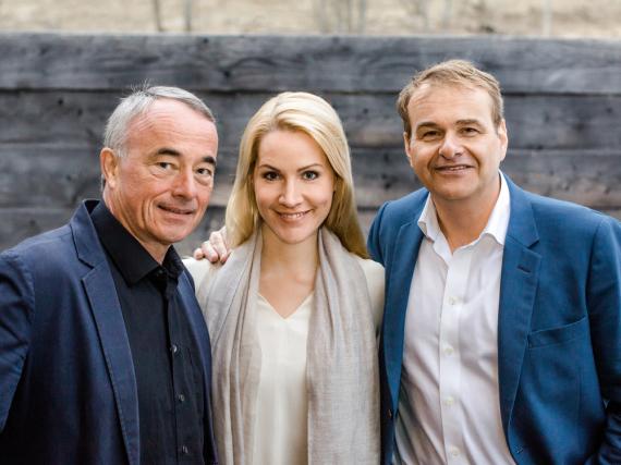 Mattias Pfeffer (l.), Judith Rakers und Marcus Wolter
