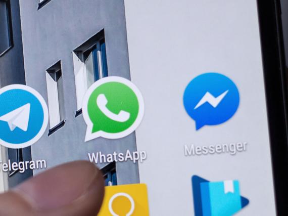 WhatsApp und der Facebook Messenger streiten sich um die Vorherrschaft