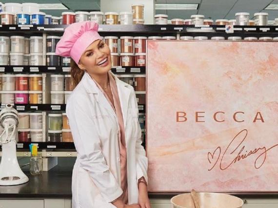 Chrissy Teigen hat bei der Produktion der Make-up-Produkte auch selbst Hand angelegt