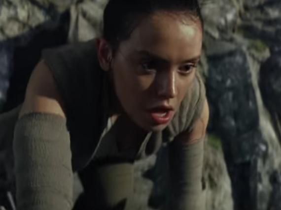 Daisy Ridley als Rey im ersten