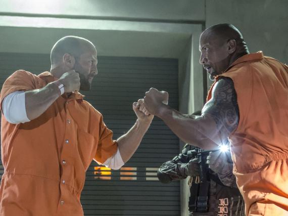 Jason Statham (l.) und Dwayne Johnson in