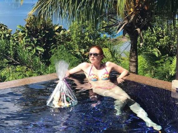 Barbara Meier feiert Ostern unter Palmen